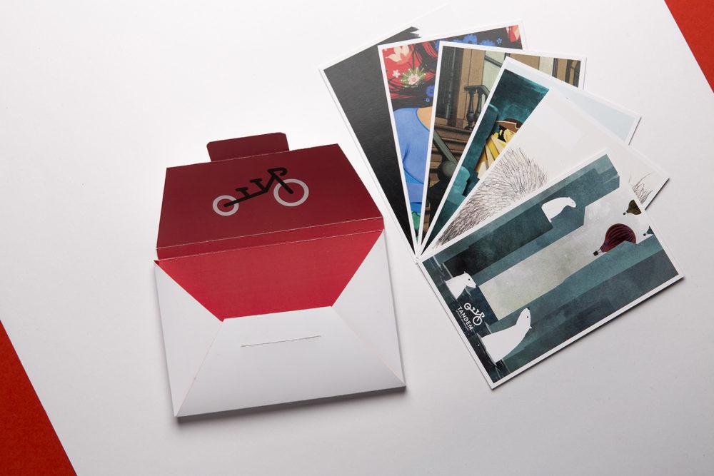 Pochette de cartes postales distribuée sur le stand de Tandem au salon du livre jeunesse.