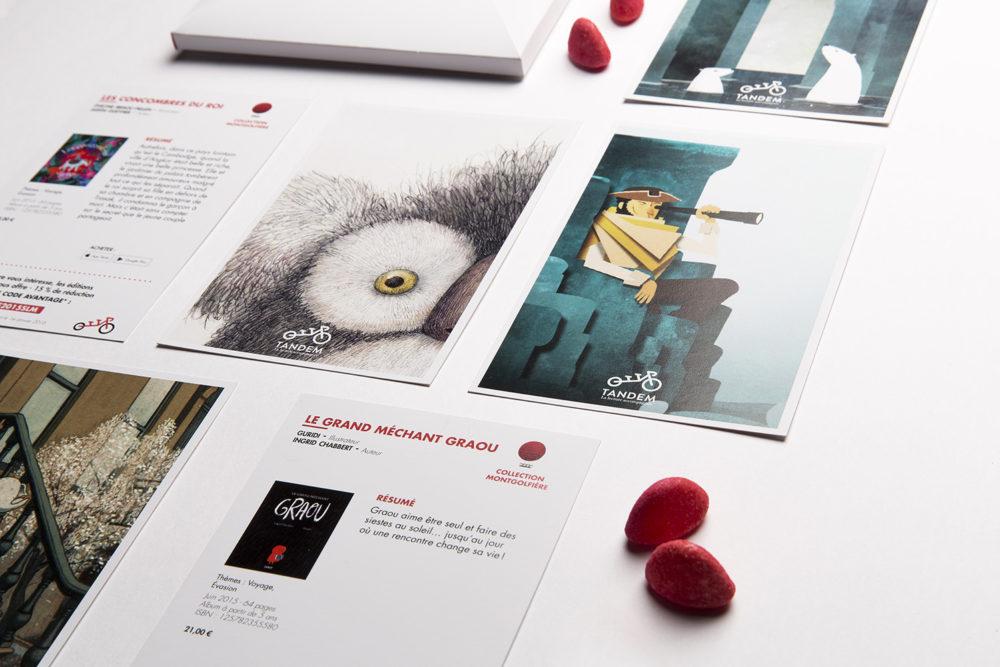 Les cartes postales reprennent des visuels des livres.